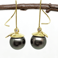 McLaughlin-Barbara-gold-dark pearl-earrings