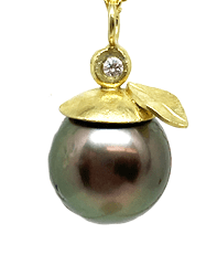 McLaughlin-Barbara-pearl-pendant